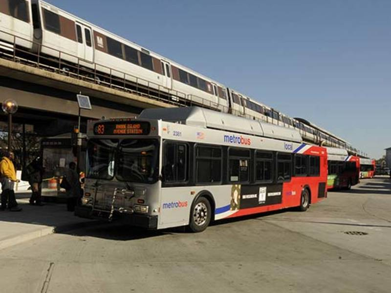 Metro Bus Cleaners Dc : Shocking video metrobus driver reads newspaper while