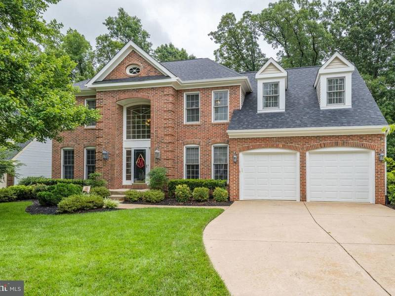 ... Look Inside: Herndon Home Offers Deck, Finished Basement 0 ...