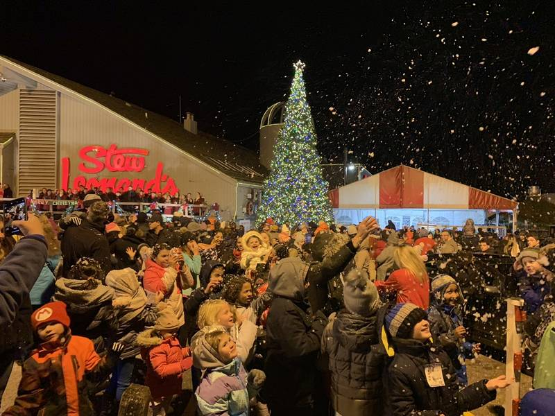 Stew Leonard's Hosts 2018 Christmas Tree Lighting In Norwalk - Stew Leonard's Hosts 2018 Christmas Tree Lighting In Norwalk
