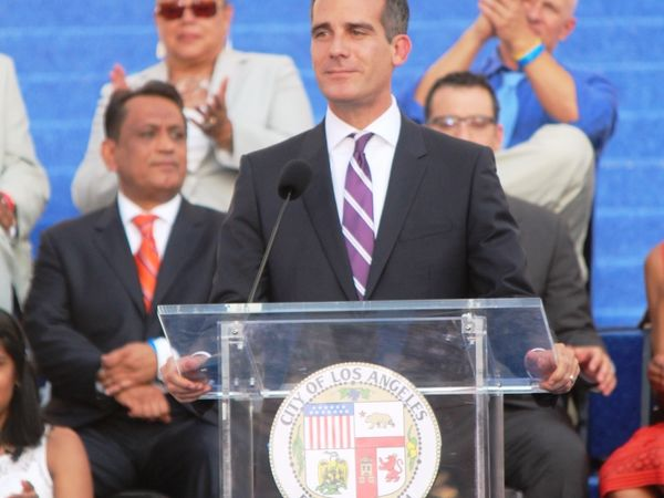 LA mayor vows local police would never act as