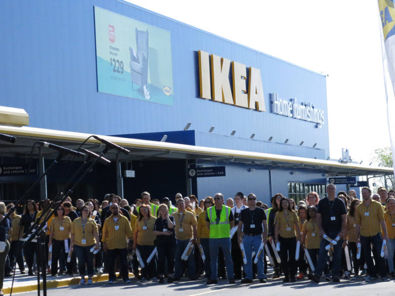 39 crazy busy 39 oak creek ikea opens with thousands in line patch. Black Bedroom Furniture Sets. Home Design Ideas
