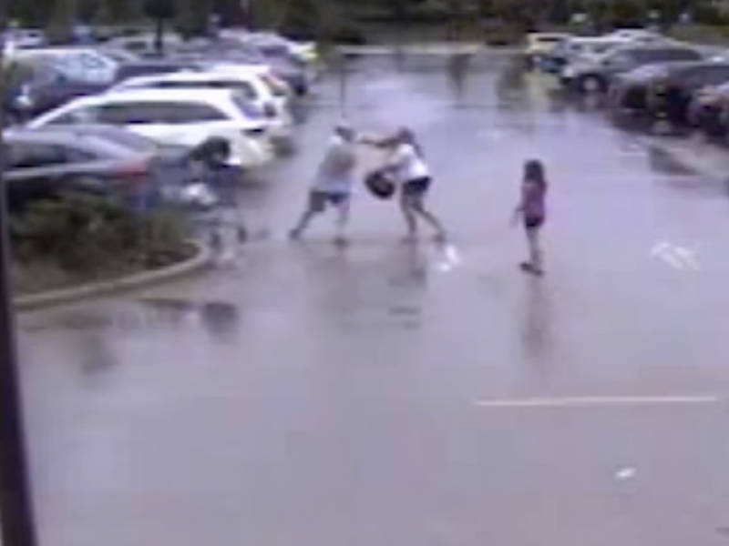 mother of 2 attacked at walmart over shopping cart flap report 0