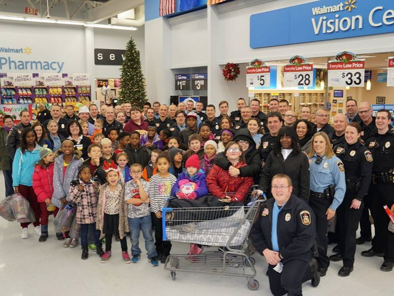 maple grove police community help kids in shop with a