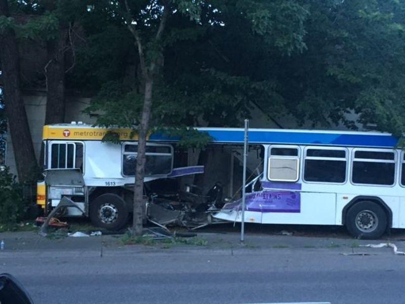 Fatal metro transit bus crash car driver arrested saint for Metro motor sales minneapolis mn