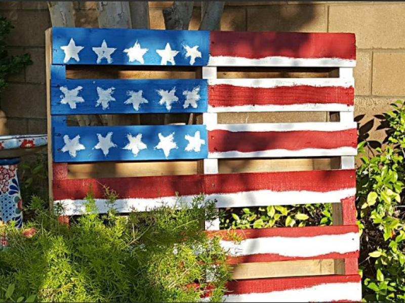 Garden Centre: DIY Pallet Flag Is Perfect, Easy Pinterest Holiday Craft