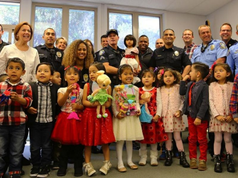 laguna beach police department shares christmas love with boys and girls club kids - Boys To Men Christmas