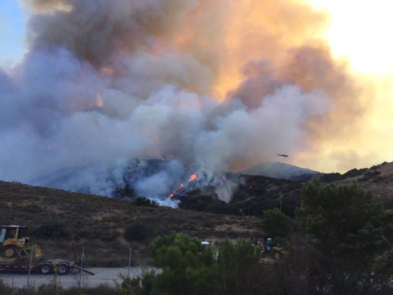 Canyon Fire 2 000 Acres Photos Map Containment Coming Orange