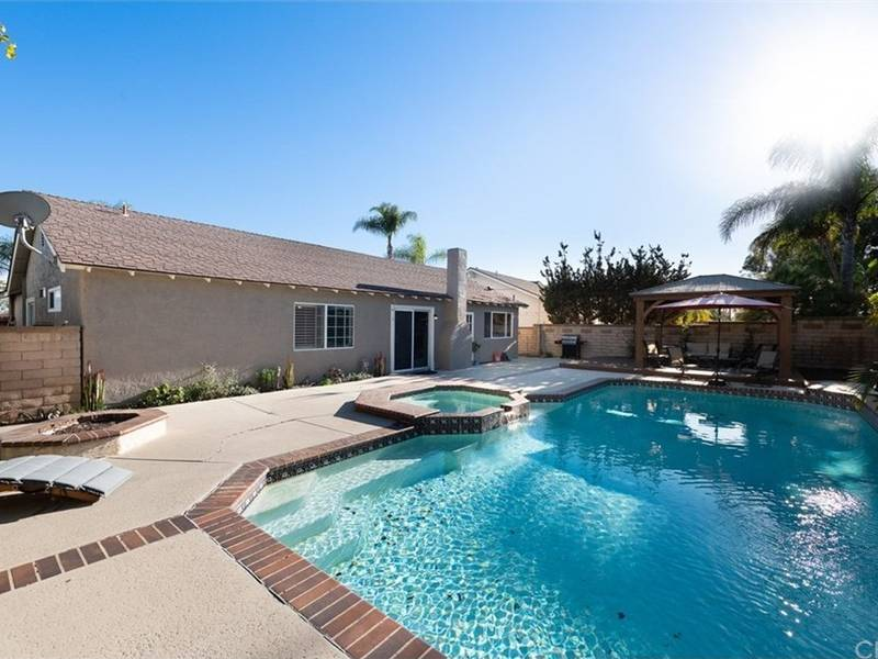 Auction On Single Story Mission Viejo Fixed Up Fixer Upper