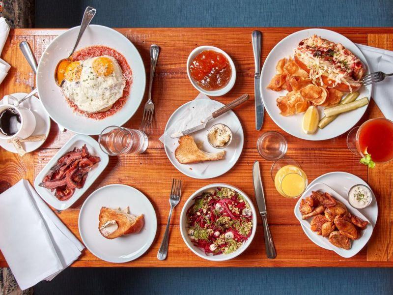 Williamsburg seafood restaurant to serve brunch for Restaurants that serve brunch
