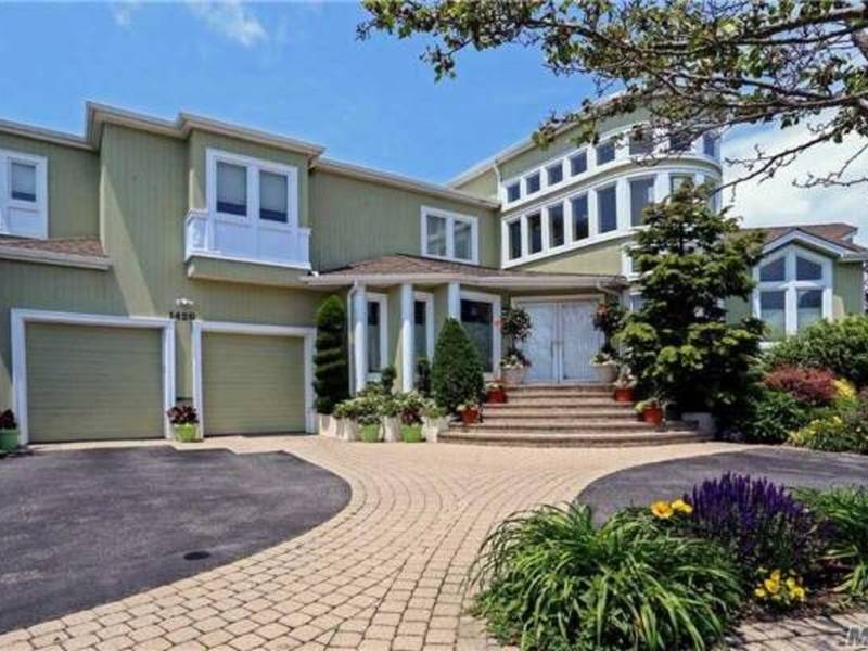 Homes For Sale In Merrick Long Island Ny