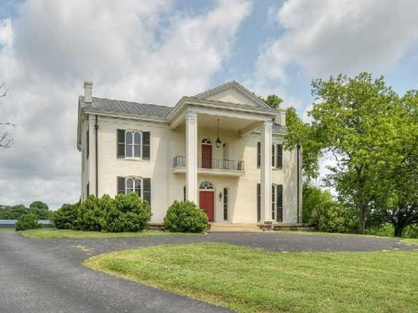 Tim mcgraw and faith hill 39 s tennessee country estate for for Mcgraw hill real estate