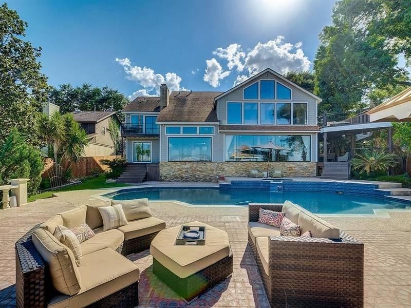Live Large On This Sweet Lake Houston Estate