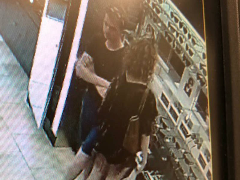 2413e194f15f4 Shoplifters Steal  500 Sunglasses From Westlake Store
