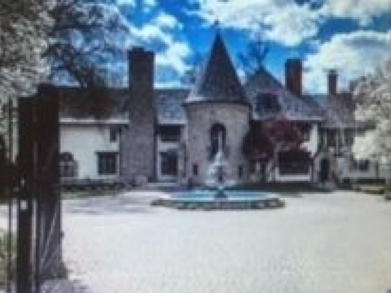 Your kingdom awaits you 3 metro detroit houses that look for Houses that look like castles
