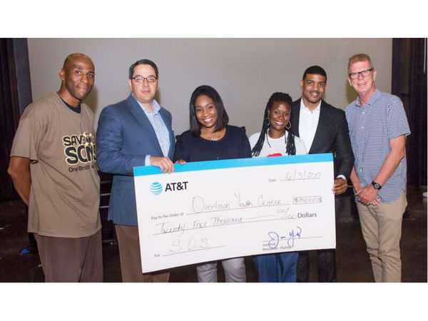 AT&T Donates $25K to Overtown Youth Center