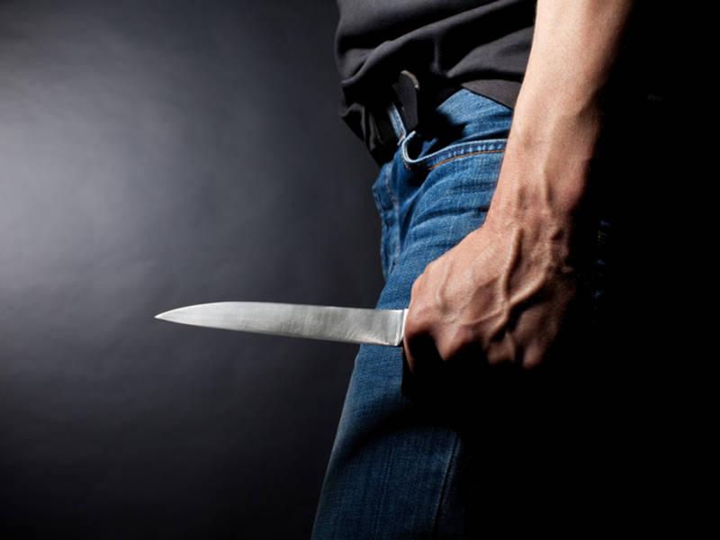 Armed With 2 Large Knives, Bellevue Man Captures Burglar