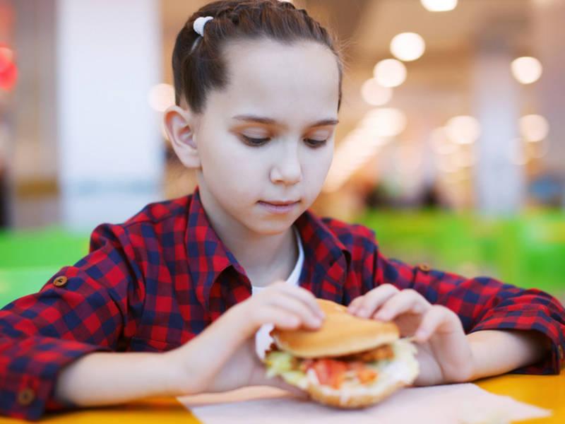 gig harbor applebees offering free meals for kids