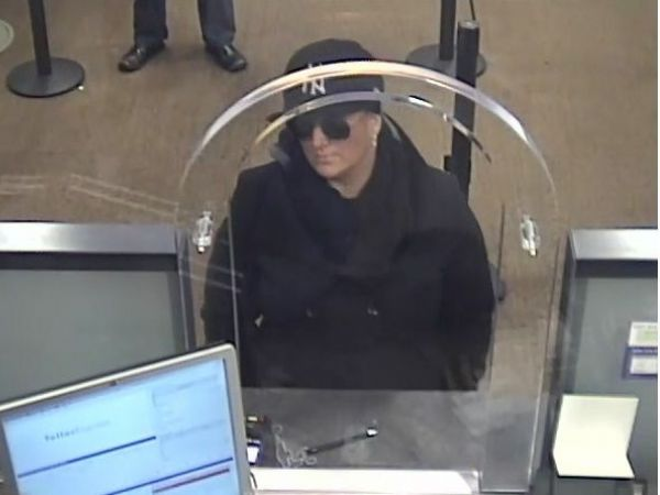 She Robber Hits Chase Bank In Murray Hill Police