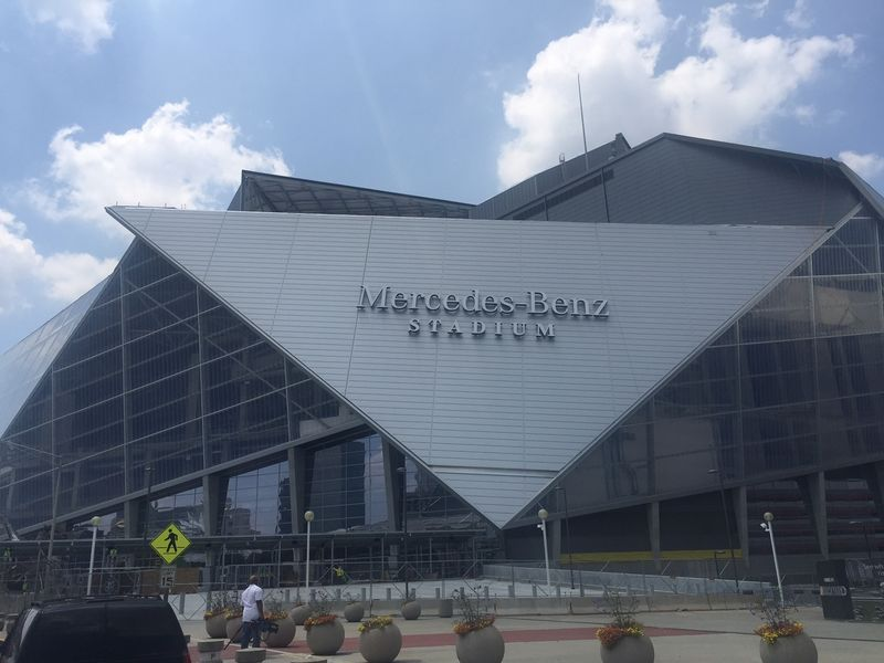Roof of mercedes benz stadium won 39 t be ready by falcons for Mercedes benz stadium roof