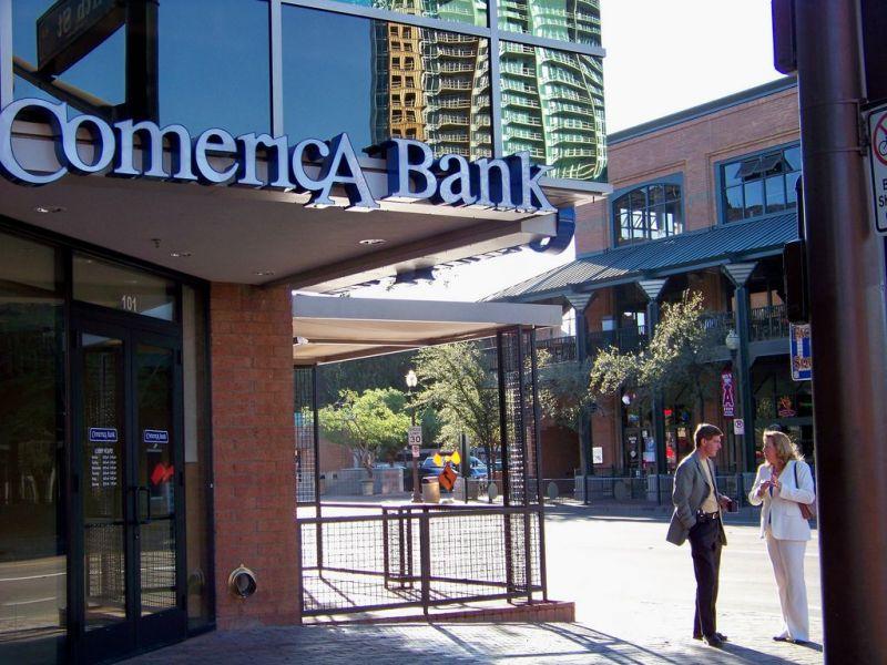 Car Crashes Into Comerica Bank