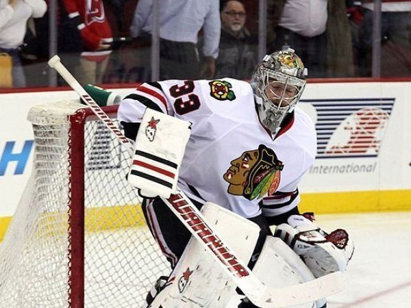 Hurricanes acquire goalie Darling from Blackhawks