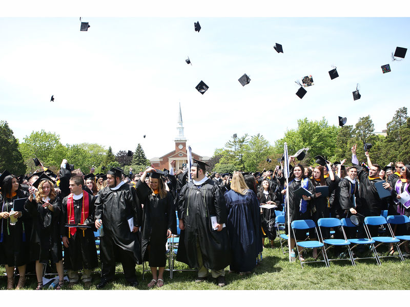 952 Students Graduate From Elmhurst College
