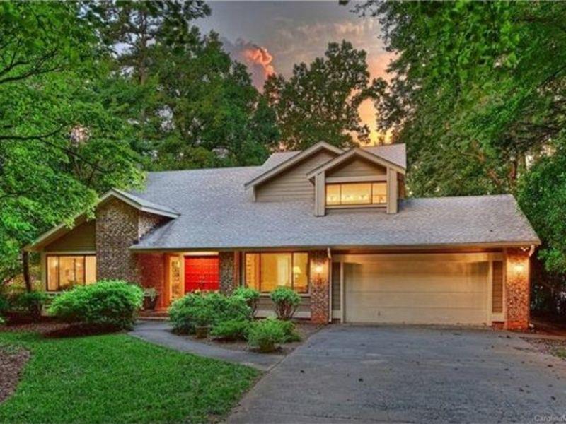 This week s most amazing homes in charlotte lake norman for Craftsman home builders charlotte nc