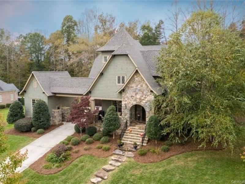1 6m Buys Luxurious Custom Home In Davidson Wood