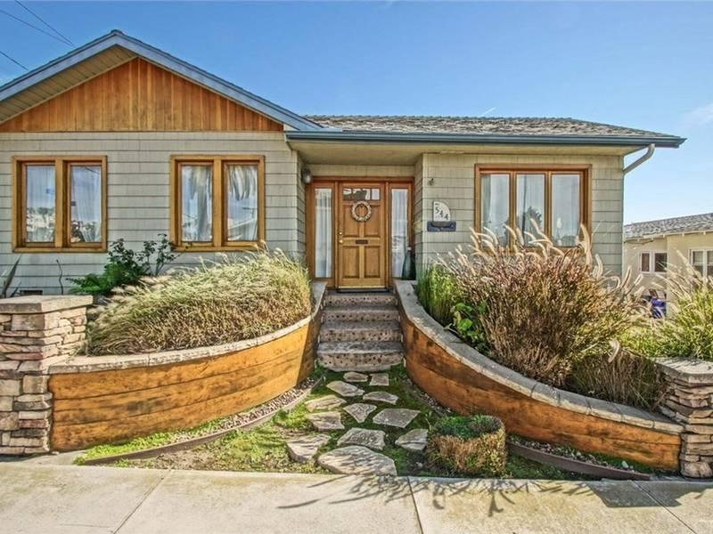 Cozy Manhattan Beach Home Boasts Backyard Deck, Studio Retreat