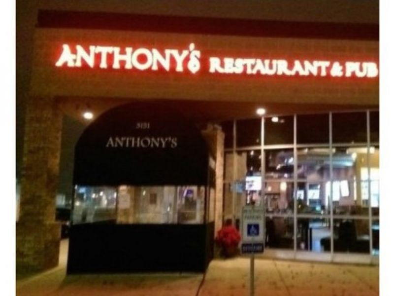 2 shot 2 others injured after anthony 39 s restaurant for Department of motor vehicles joliet illinois