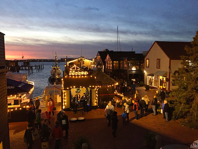 Bowen 39 s wharf announces illuminated boat parade tree - Restaurants in garden city cranston ri ...