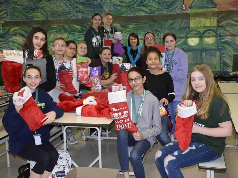Lindenhurst Middle School Students Pay It Forward