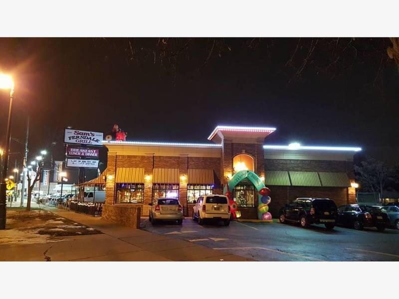Four Departments Battle Blaze At Sams Ferndale Grill Ferndale Mi