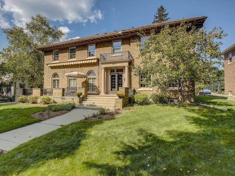 Elegant Shorewood: Check Out 5 Local Homes For Sale