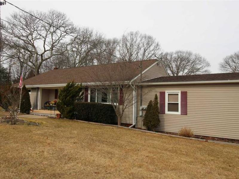 Shirley Mastic Check Out 5 Nearby Homes For Sale Shirley Ny Patch
