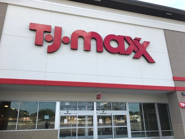 Tj maxx holds hiring event for new evergreen park store for Evergreen shop