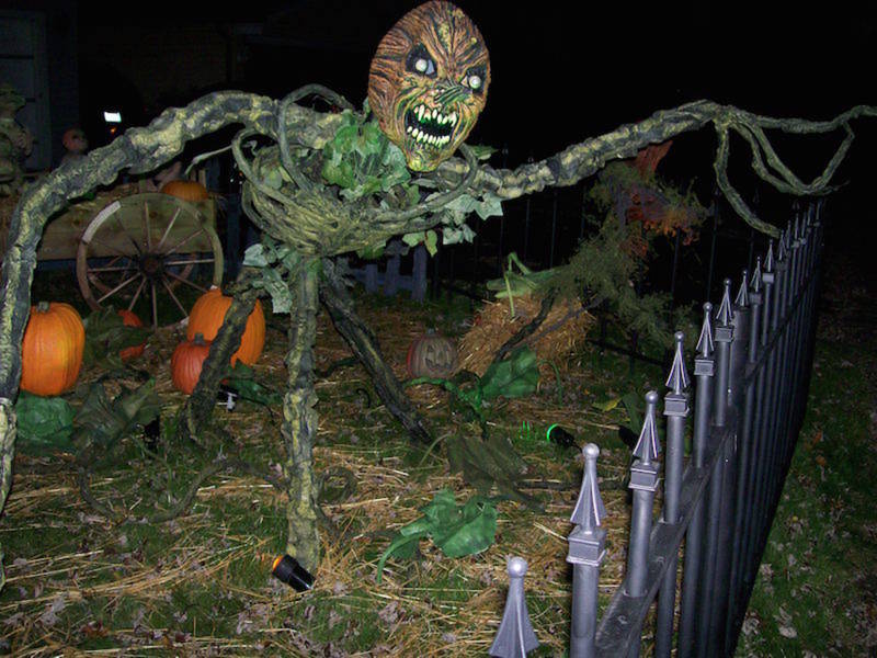 patch s 2018 guide to the southland s best halloween yard haunts rh patch com halloween yard haunts 2017 halloween yard haunt 2018