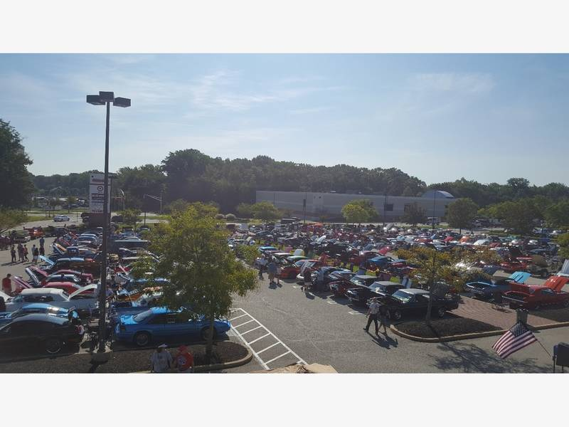 Silver Diner Hosts 7th Annual Memorial Day Breakfast Car Show
