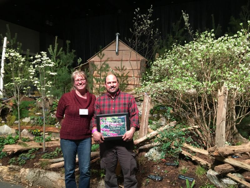 Woodbury 39 S Earth Tones Native Plant Nursery Landscaping Wins A Top Award At Ct Flower Garden