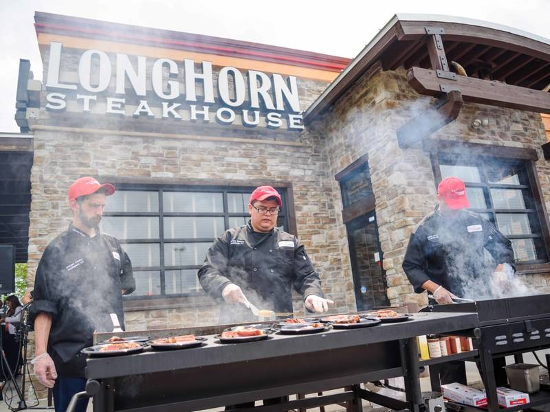 solve july 4th grilling qs with longhorn steakhouse hotline mid