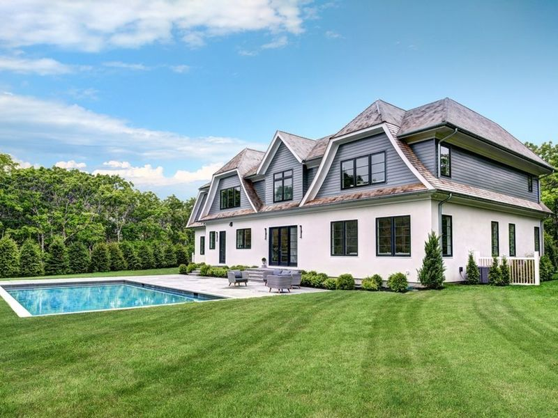 6 newly constructed long island homes for sale three for Long island estates for sale