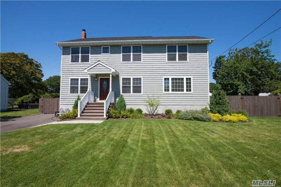6 Newly Constructed Long Island Homes For Sale Three