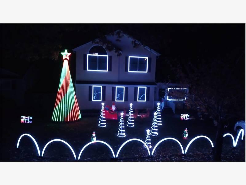WATCH: Long Island Christmas Light Display Flashes To Radio Music - WATCH: Long Island Christmas Light Display Flashes To Radio Music