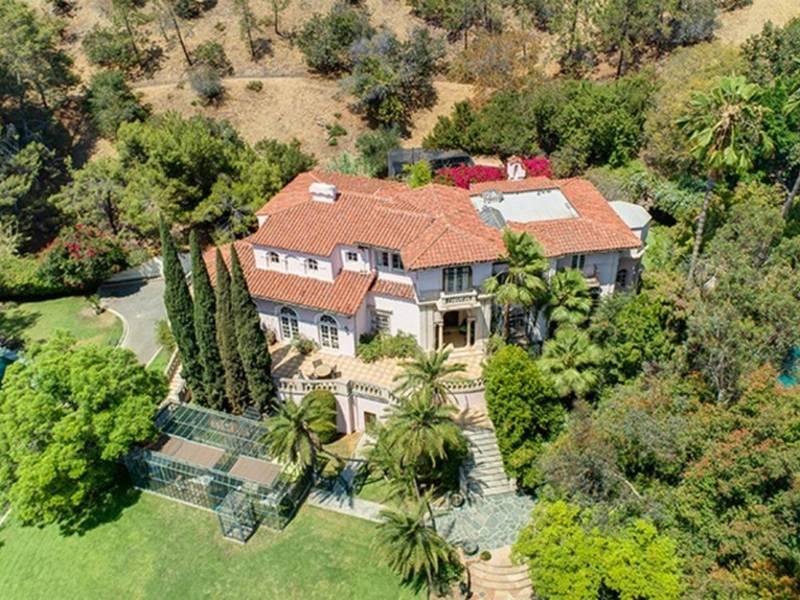 Kirstie Alley's Eye-Catching Mansion