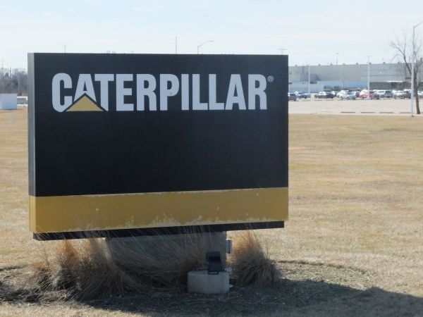 Feds search Caterpillar facilities in Peoria