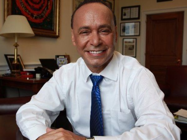 Congressman Gutierrez handcuffed after refusing to leave meeting with ICE officials