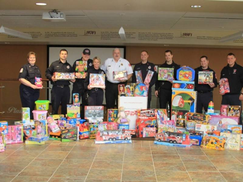 Toys For Tots Drop Off Donations In Plainfield