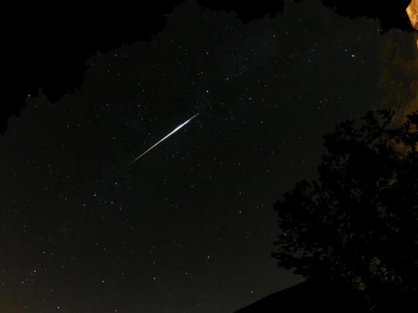 Image Gallery Comet Shower 2016