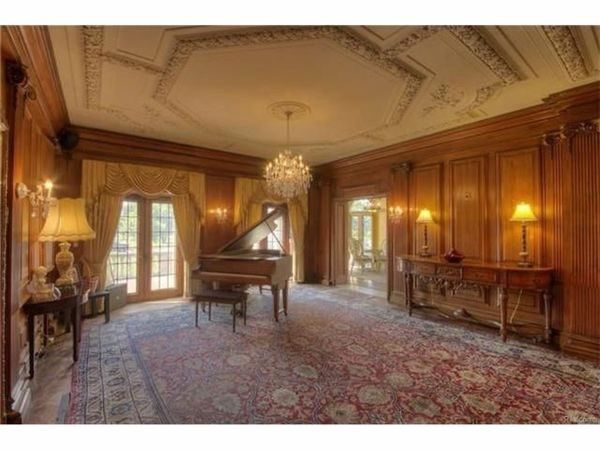Berry Gordy's 'Motown Mansion' In Detroit Sells For $1.65M