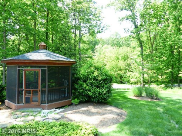 Annandale  WOW  House  Two Master Bedrooms on Main Level. Annandale  WOW  House  Two Master Bedrooms on Main Level